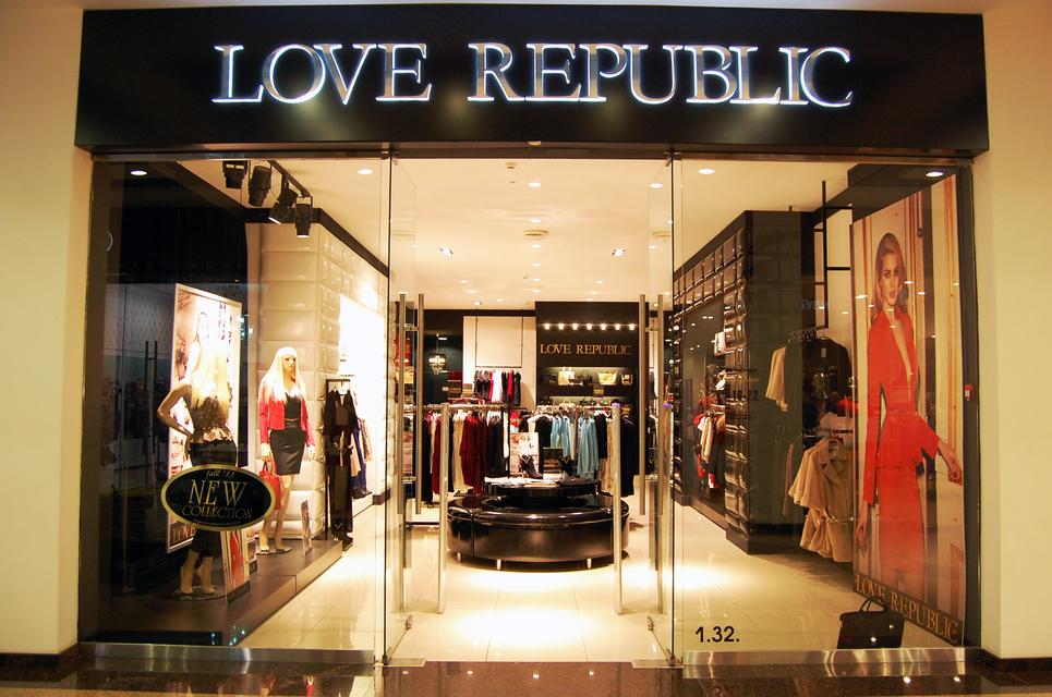 Входная группа магазина Love Republic в торговом центре