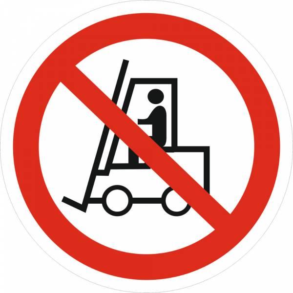 Знак 'Запрещается движение средств напольного транспорта' (ГОСТ Р 12.4.026-2001) 200х200 мм P07