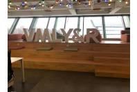 Оформление офиса VMLY&R с помощью несветовых объемных букв