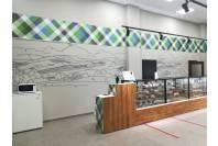 Оформление торговой точки виниловыми панелями и трафаретным рисунком на стенах