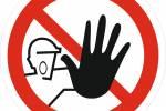 Знак 'Доступ посторонним запрещен' (ГОСТ Р 12.4.026-2001) 200х200 мм P06